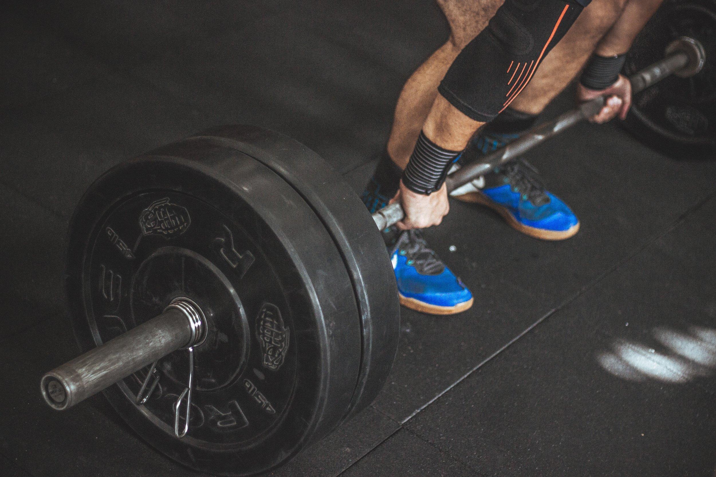 athlete-barbell-bodybuilder-949134.jpg
