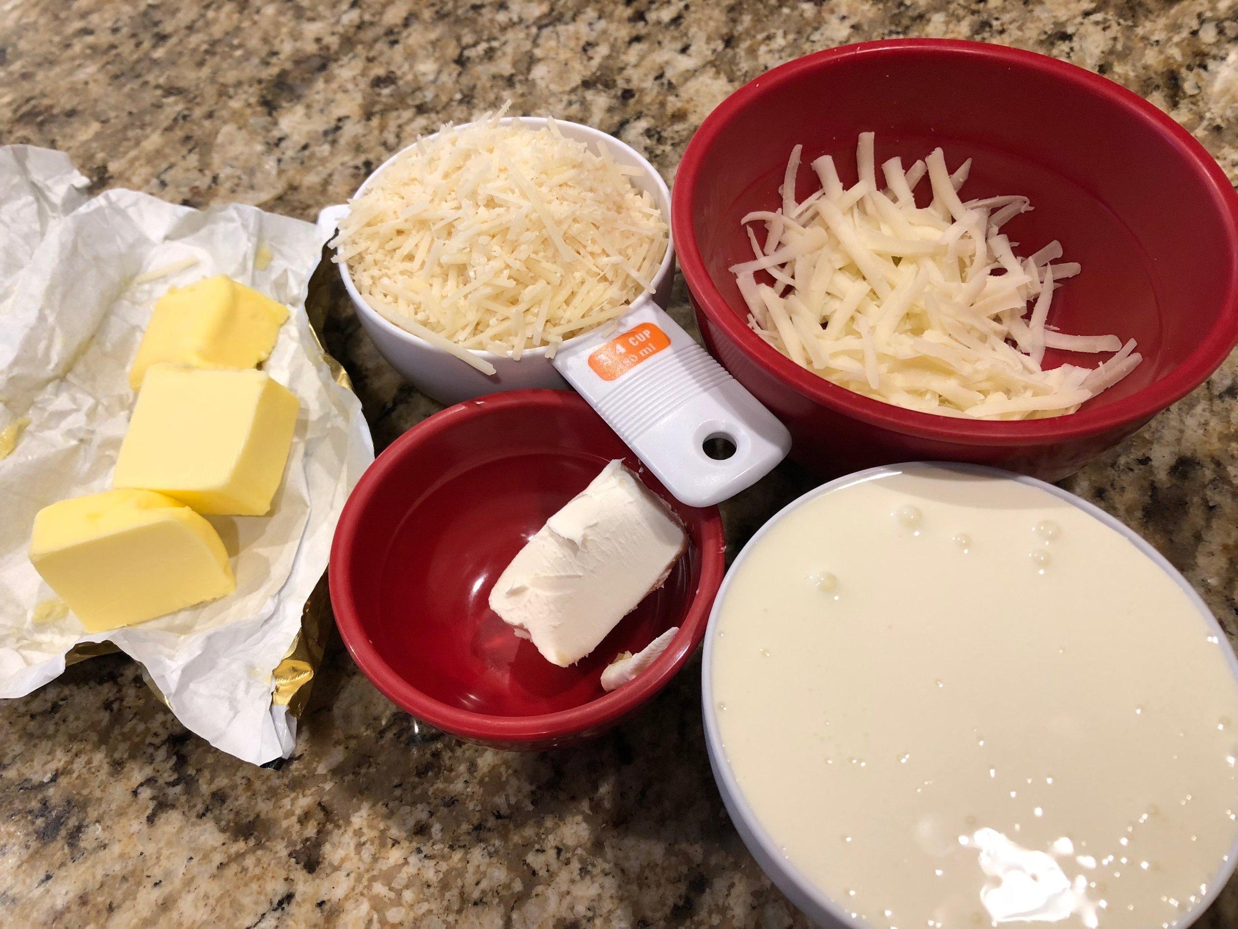 Keto and low carb chicken alfredo dinner casserole recipe