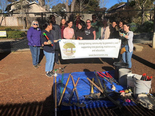 A pruning clinic with our Treasurer Barbara Wood on the left and County Supervisor Monica Brown 4th from the right. At Henderson Elementary again, a different week.