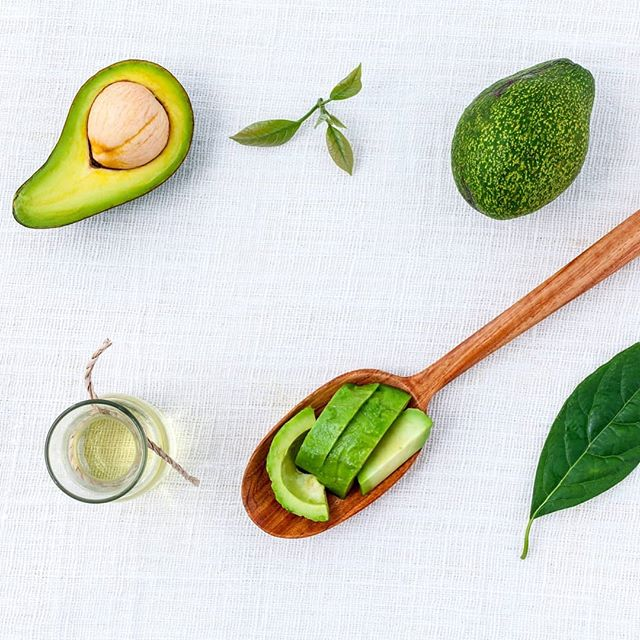 We all know that this silky-smooth fruit has great health benefits, but what can Avocado Oil do for our skin? Well, Avocado Oil is rich in Vitamin E and Oleic Acid, a monounsaturated fatty acid (omega-9), which help to smooth, nourish and soften the skin for a silky-soft complexion, whilst helping to reduce the appearance of fine lines and wrinkles. The antioxidant properties of the Oil can also help to soothe sunburn and help to nourish extremely dry or chapped skin. As a carrier Oil, Avocado quickly sinks into the skin, locking in moisture, preventing the complexion from drying out. And these are all reasons why we've included it in our 100% organic Nourishing Avocado & Evening Primrose Facial Oil!🥑 . . . . . . #avocadooil #avocado #eveningprimrose #truebeauty #naturalbeauty #naturalskincare #skincare #natural #organic #organicskincare #organicbeauty #certifiedorganic #lookforthelogo #naturalremedies #veganbeauty #veganskincare #vegan #trueskincare #cleanbeauty #greenbeauty #tuesdaytip #facialoil #dryskin #nourishingskincare #avocadolove #beautytips #skincare #skintips #honestbeauty