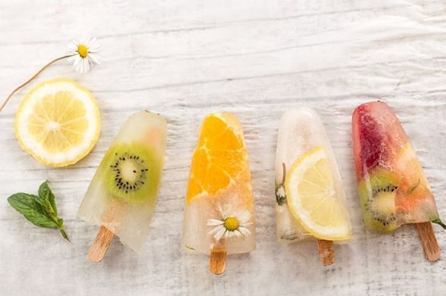 ☀️Hello sunshine! Embrace this warmer weather with some refreshing fruit & flower ice lollies. Chop up your favourite fruits and collect your edible flowers, put them in moulds and fill with elderflower presse or coconut water. Place them in the freezer to create a beautiful, natural summer snack! For more summer treats, click the link in our bio . . . . #summer #icelollies #natural #summersnack #fruit #flowers #veganrecipe #sunshine #lollipops #warmweather #britishsummer #healthyrecipe #vegan #refreshing #hellosunshine #weekend #saturday #bbq #coconut