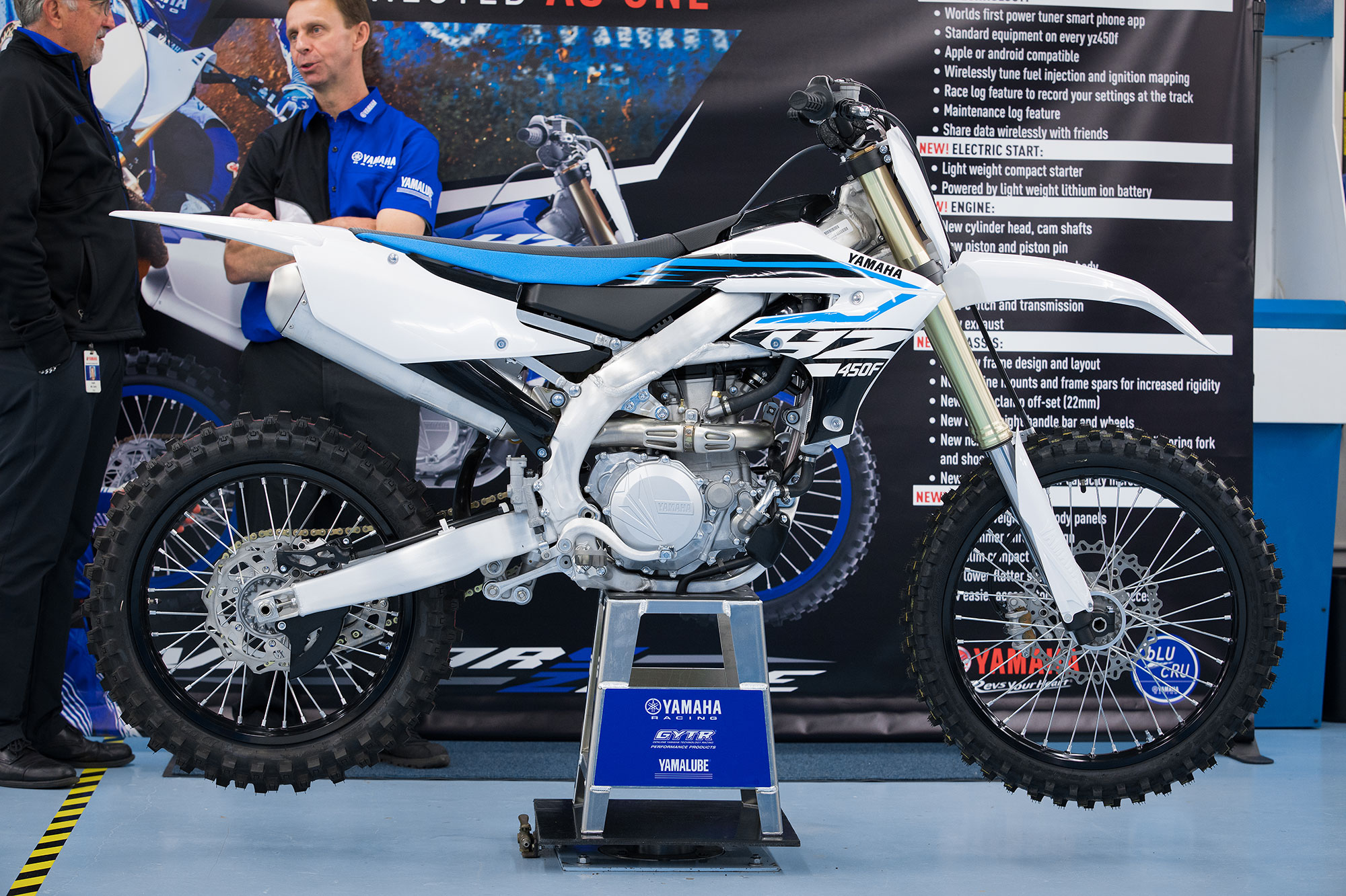 Yamaha also offers the 2018 YZ450F in Team Yamaha Blue/White.