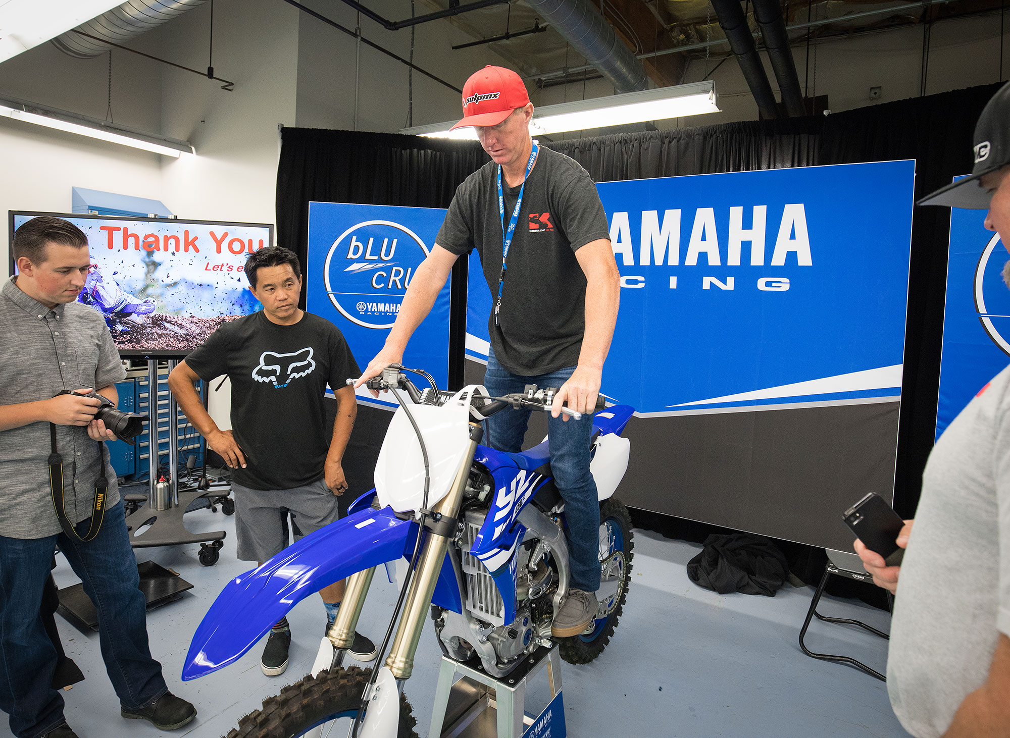 I checked out the cockpit of the new Yamaha. As you can see in the next photo it's visibly thinner.