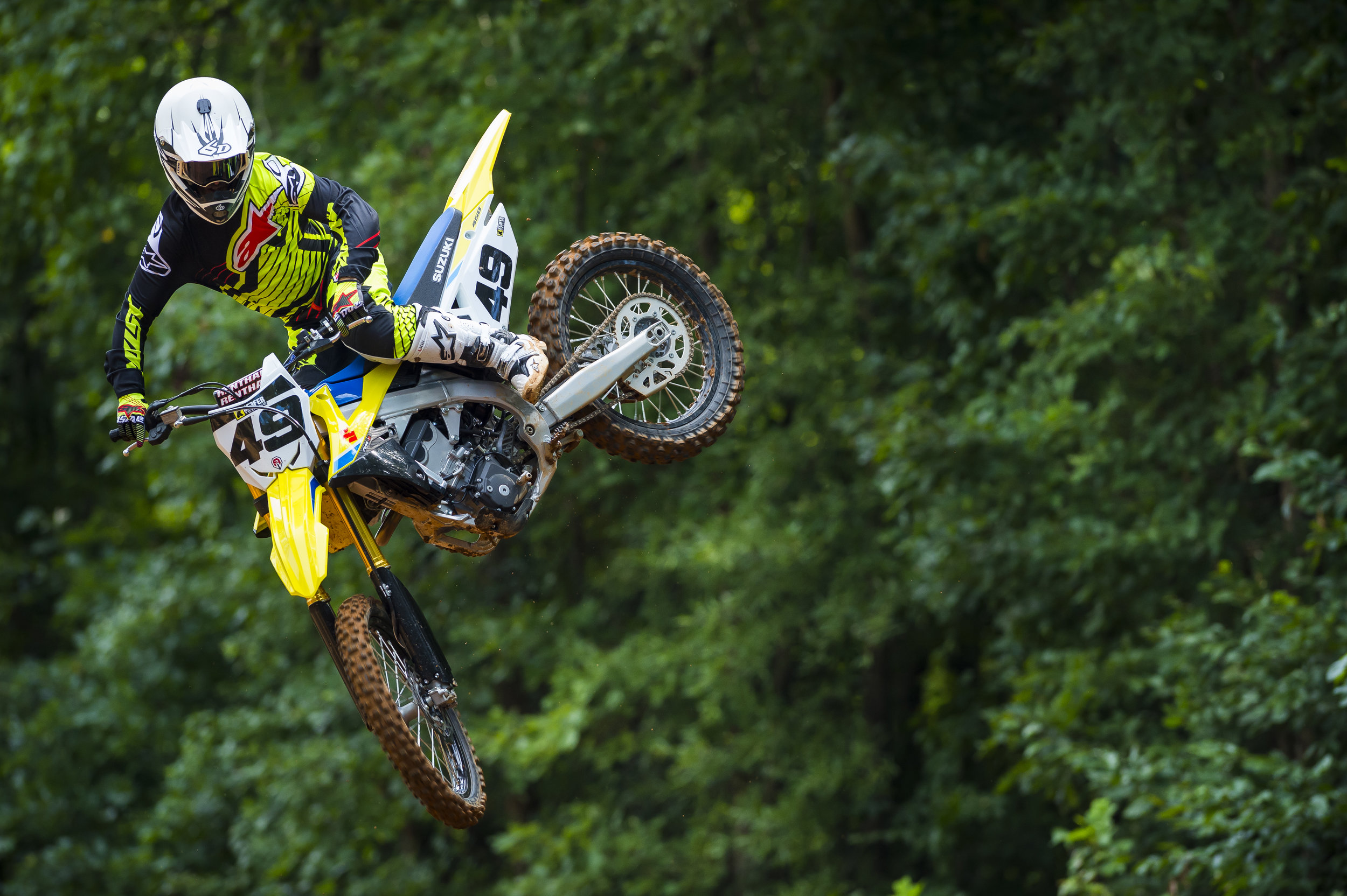 Even with the weight of the Suzuki RM-Z 450 on the heavy side, the yellow machine is quite flickable.