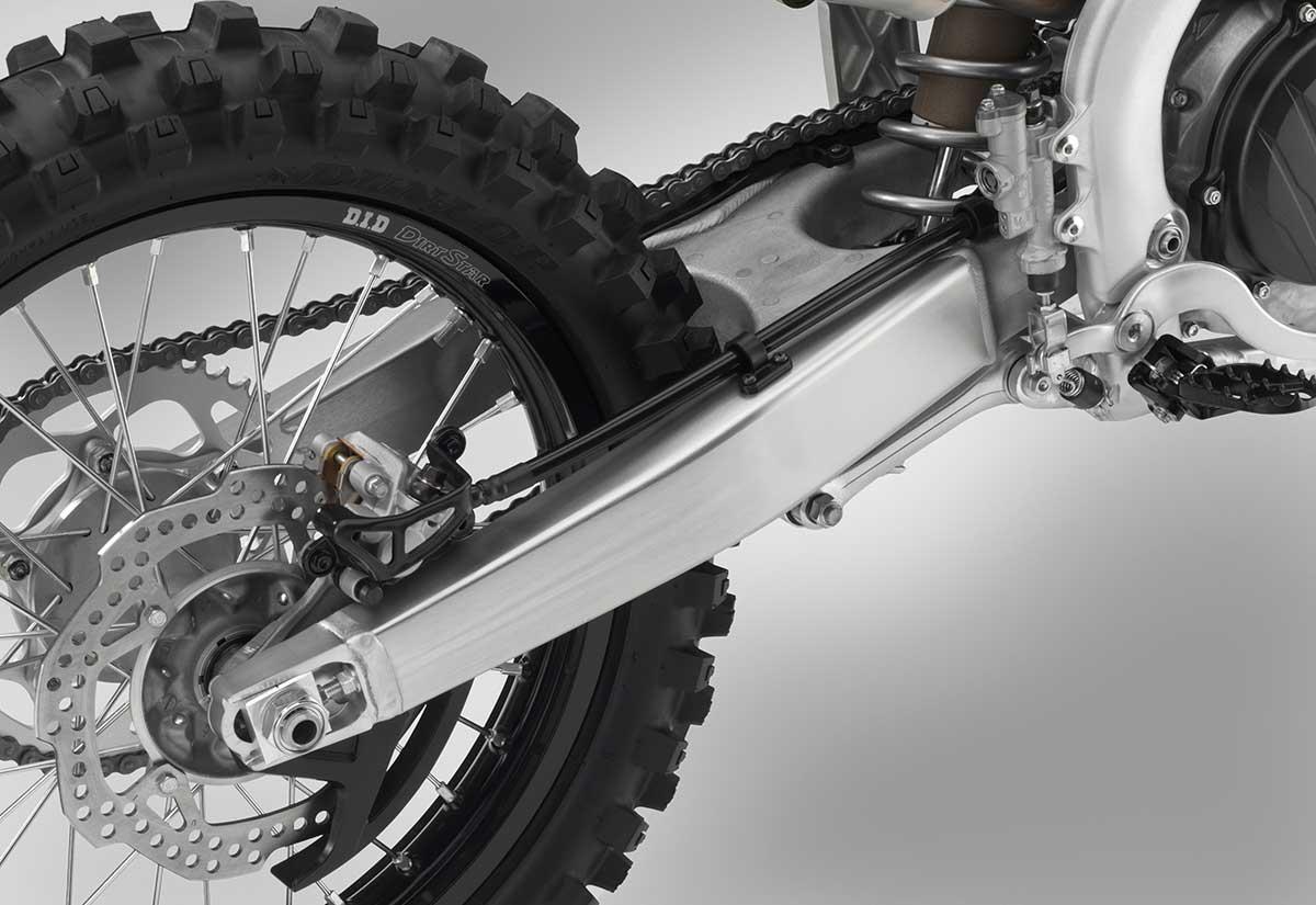 19-Honda-CRF450R_swingarm.jpg