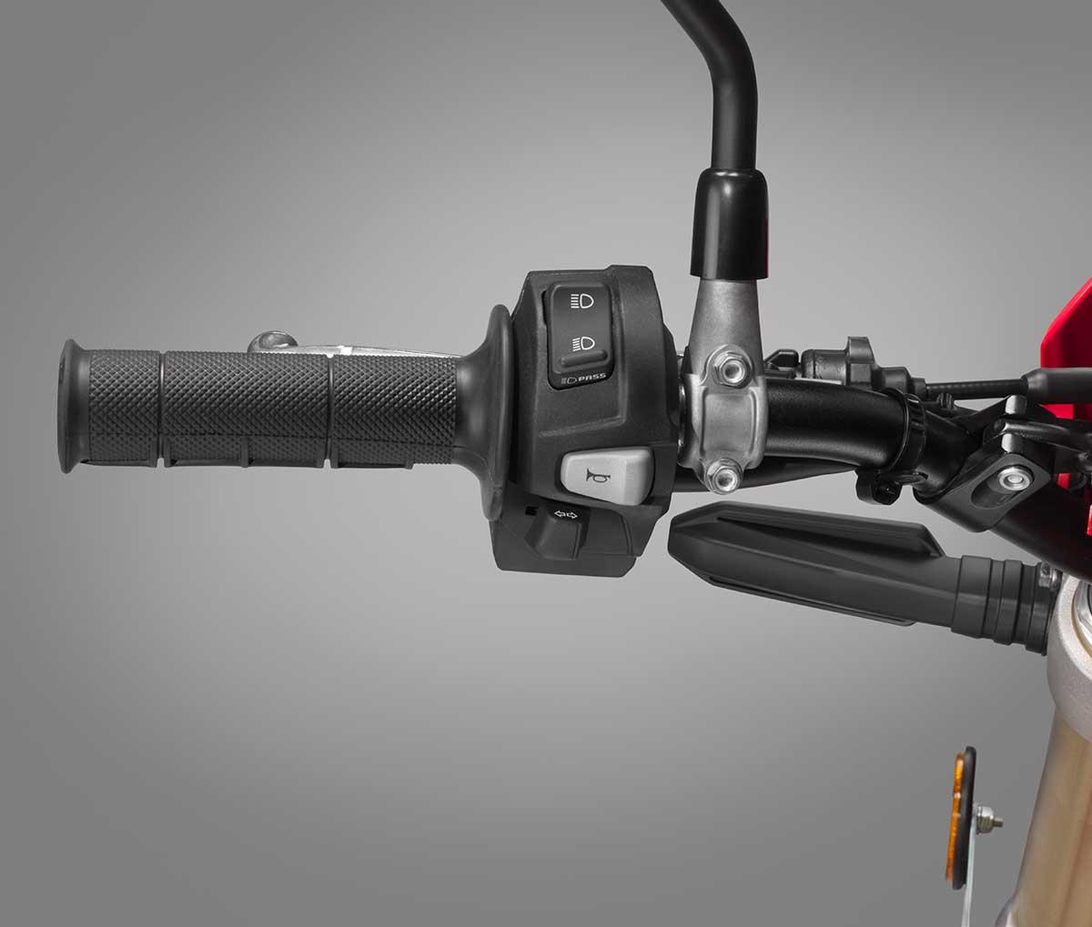 19-Honda-CRF450L_handlebar-switch-L.jpg