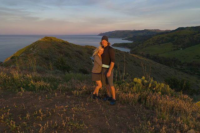 Arrow Point sunset with my love ❤ #sailingaria #sailboatlife #liveaboardlife #catalinaisland #emeraldbay
