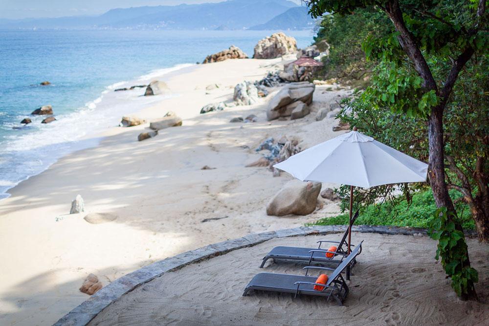 Beach chairs at Xinalani