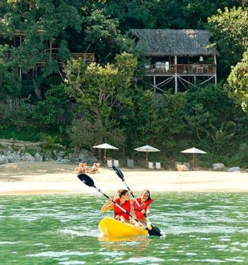 Kayaking in front of Xinalani