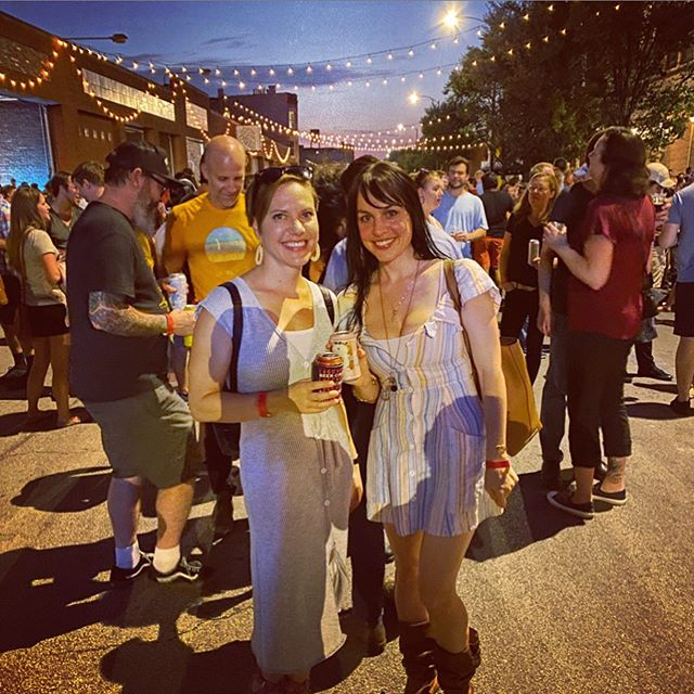 #tbt Had so much fun at @gooseisland 312 Block Party on Friday. It is one of the chilliest festivals in Chicago (thanks beer drinkers) with brews, food trucks, great live music, and admission donated to local nonprofits. Officially in love with @virtuecider from the offerings that night (maple mitten is so good)! . . . #friendsfest #besties #312blockparty #gooseisland #virtuecider #chicago #chicagofestival #fultonstreet #beerfestival #nonprofitsupport #jtgood