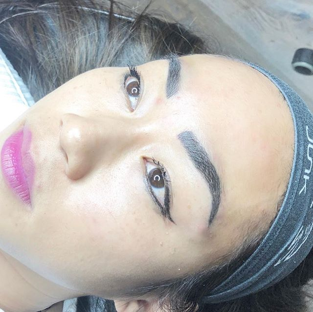 Microblading plus some manual shading for this brow babe!! 🥰🥰