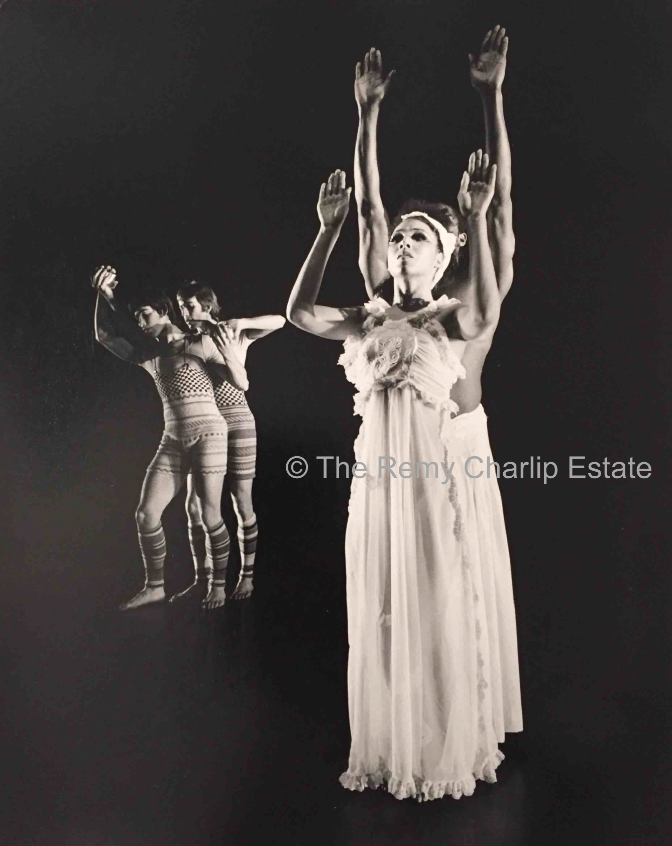 """Mad River"" 3 (1974) London Contemporary Dance Theater; Choreography, Remy Charlip; Performers: Cathy Lewis and Namron; Costume Design: Bill Gibb; Photo: Anthony Crickmay"
