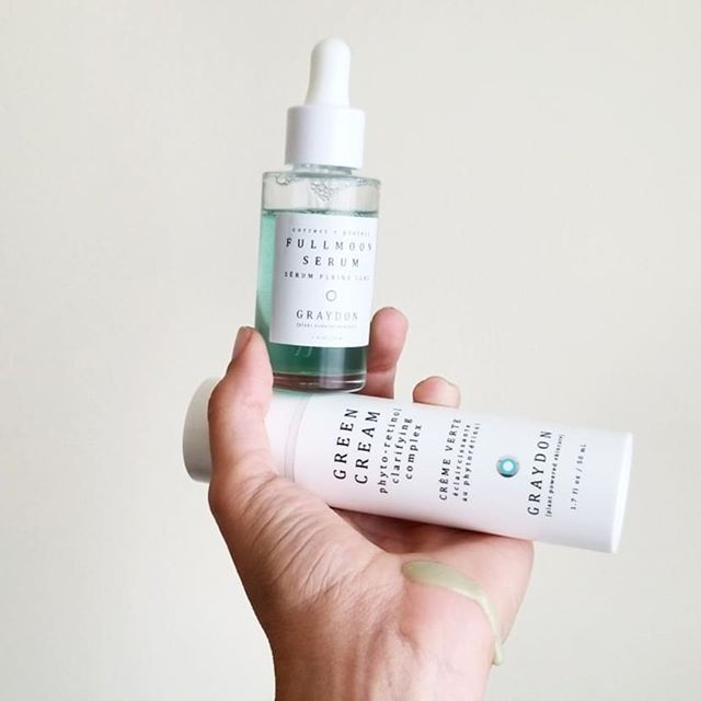 This month @beautyheroes brings us the launch of a new brand and new serum for @graydonskincare! 🌱 This month's HERO is the Fullmoon Serum that boasts phyto-retinols, hyaluronic acid and vitamin C! The SIDEKICK, the Green Cream also features phyto-retinols as well as detoxifying chlorella, squalene and neem oil!  There is also a super special sachet of the Face Glow that should be available soon in the BH store for those that stew scour yuuup become obsessed!  Swipe all the way top the end to see my completed look using only the Face Glow on my skin today! 🌱 I also posted an IGTV where I go through the application of the HERO and SIDEKICK he using the signature effleurage technique from Graydon Skincare (also swiperight to see the instructional pamphlet included in the serum box)! My IGTV goes more into depth about why I love this calming serum and skin food salad, I mean Green Cream.  Follow my stories, highlights and posts for the Face Glow application, and a special treat coming up in the next week or so 🙆🏽♀️ 🌱 Also for those in love with the value of Beauty Heroes discoveries,  but not so much with the 3 month commitment,  BH has brought back the monthly discovery option of service!  Click my affiliate link in bio to discover Graydon!