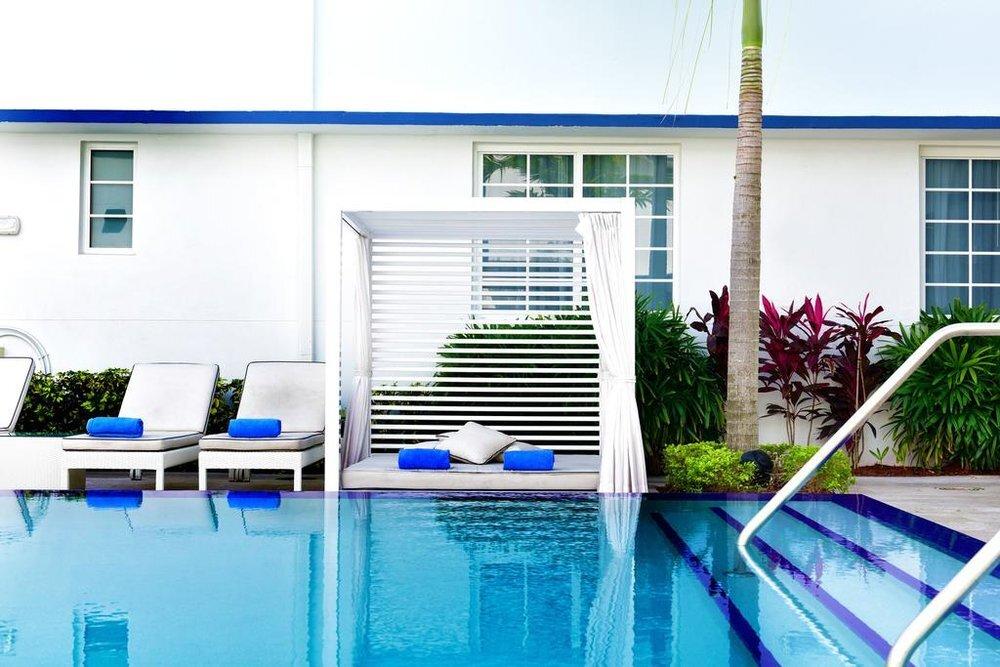 Pestanta Pool daybed Super Bowl 2020 Miami.jpg
