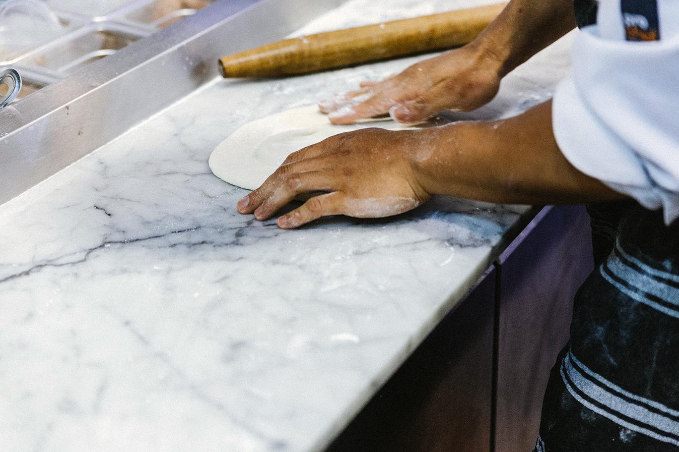 La-Fourchette-restaurant-pizza-kitchen02.png