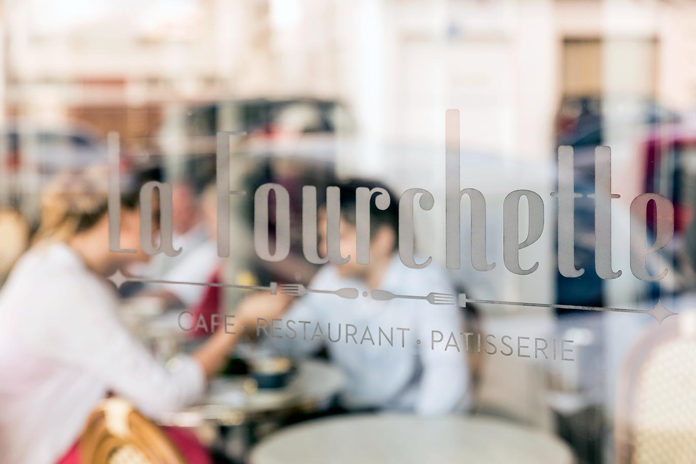 La-Fourchette-Restaurant-Brasserie-Window01.png