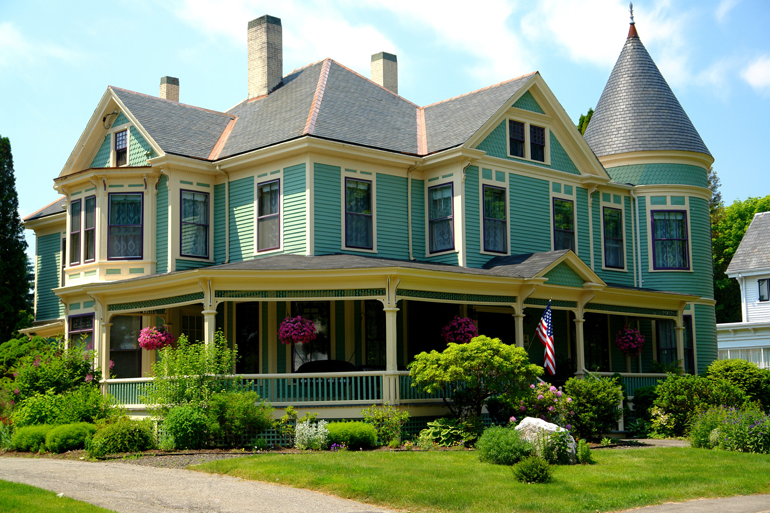 Your home away from home - Situated in the historic neighborhood district, LimeRock Inn is steps away from a visit to the mid-coast region's world-class Farnsworth Art Museum & Wyeth, fine dining, European style shopping, and what Down East magazine referred to as