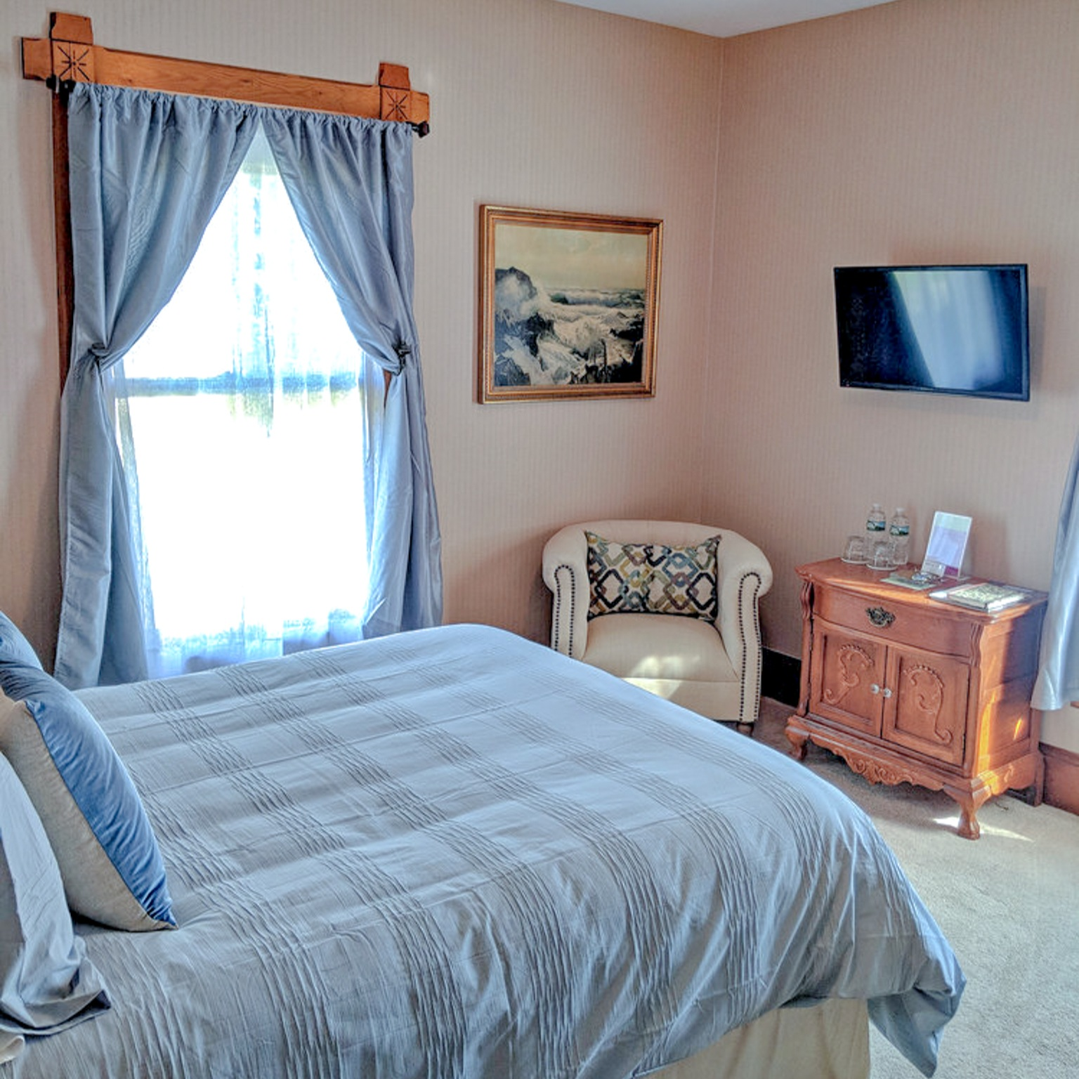 Seguin - Eastlake victorian era furnishings compliment the home's authentic architectural style. Located on the second floor.Room Features: Standard queen bedded room, en-suite bathroom with stall shower.
