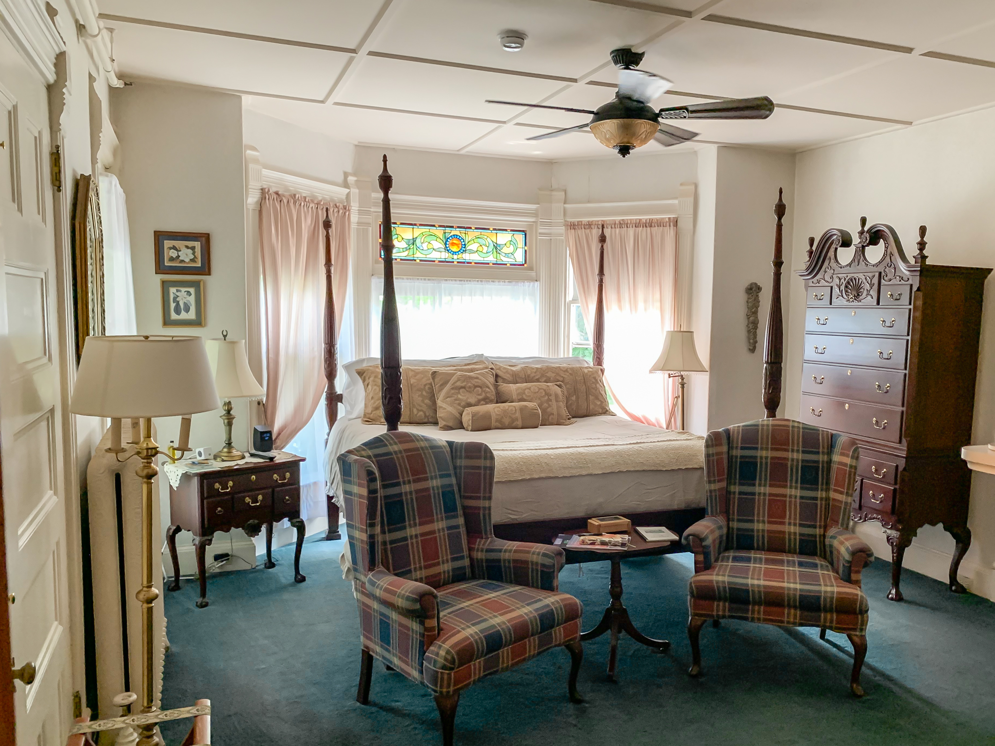 Grand Manan - Our premiere guest room sees to every detail of Victorian luxury with solid mahogany furnishings. Located on the first floor.Room features: Luxury king bedded room with fireplace, full en-suite bath with oversized jetted tub and shower.