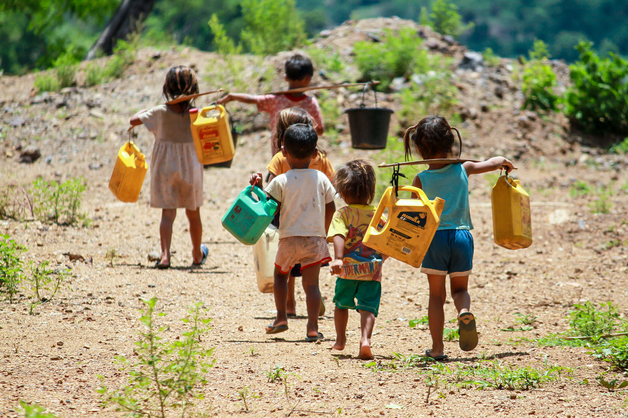 Children walking to a nearby river to get water in Lao PDR. Source:  Asia Development Bank, Flickr