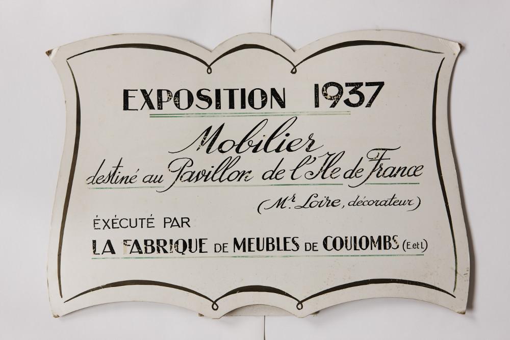 1937 — - Après celui de Leleu, la manufacture produit le mobilier modernistecréé par Loir pour le Pavillon Ile de France de l'Exposition universelle de Paris.