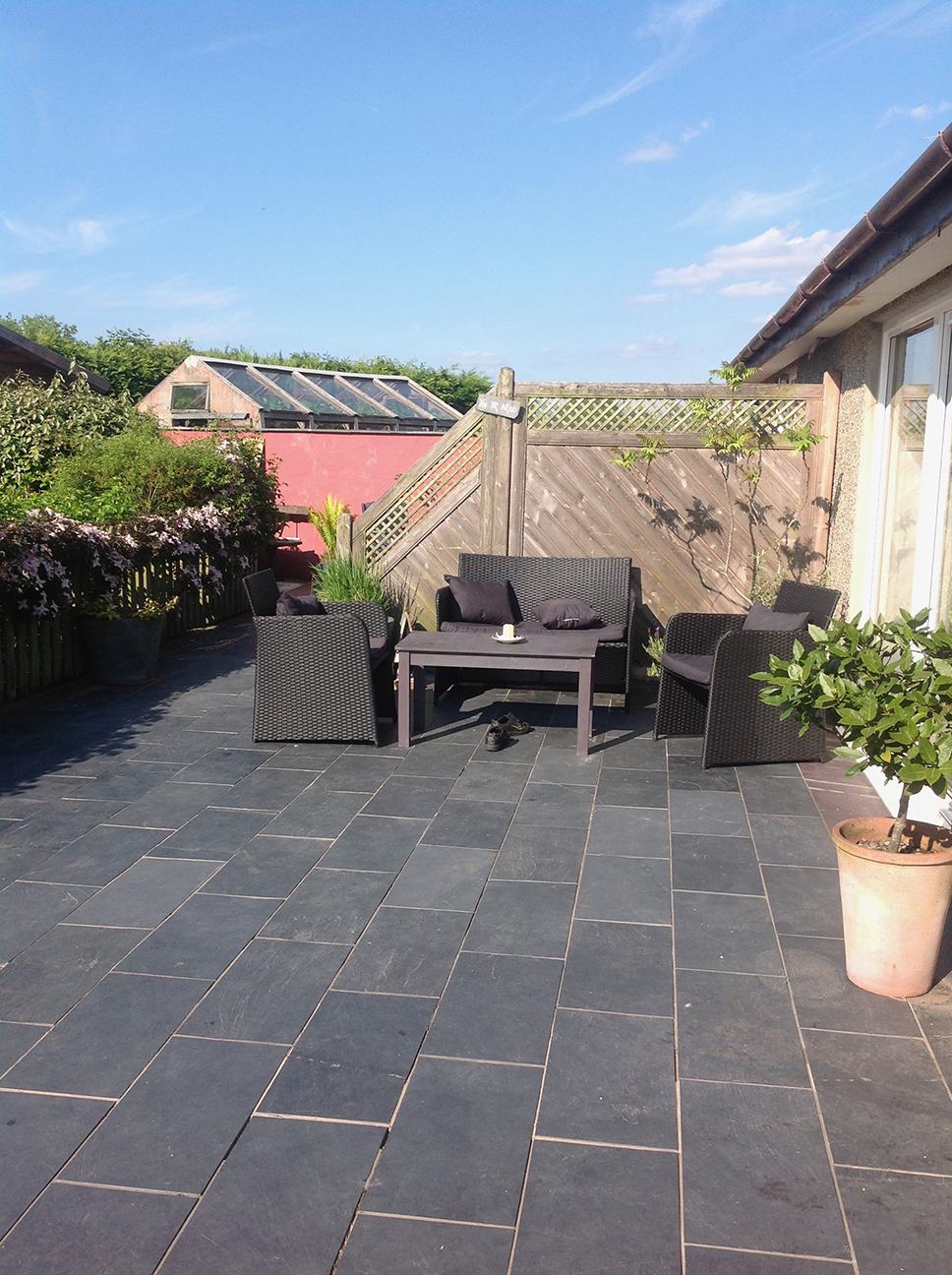LLDSlate-Slate-Paving-Slabs-garden.jpg