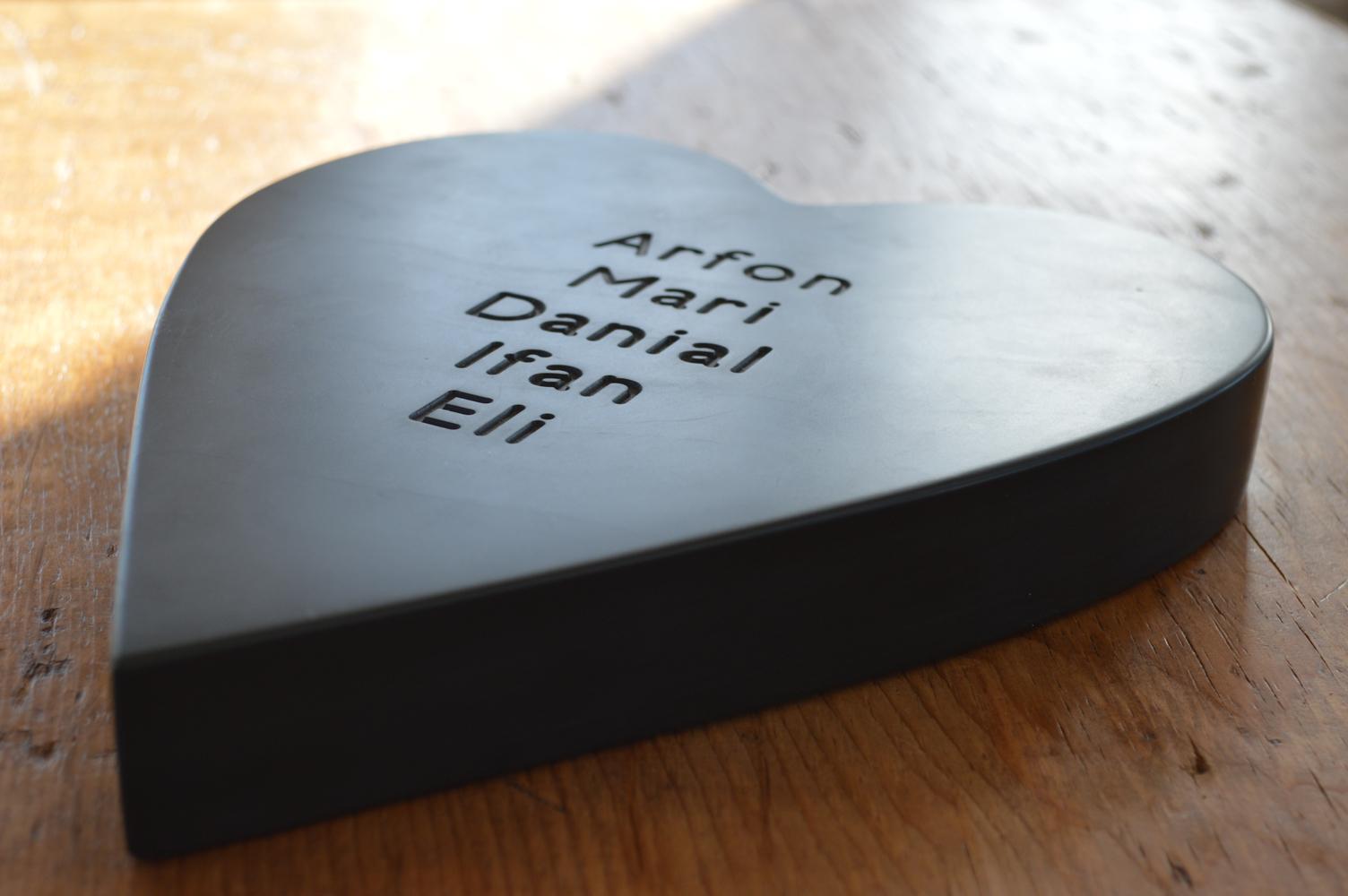www.grasi.co.uk-Large-Engraved-Welsh-slate-heart.jpg