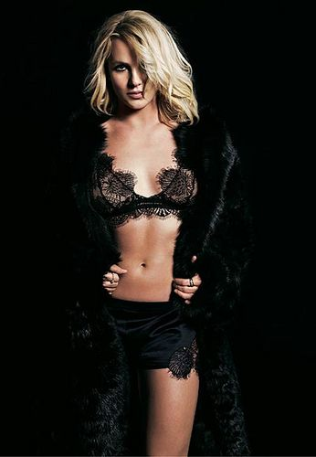 Britney-Spear-Photoshoot-2011-Walter-Chin-britney-spears-25020983-346-500.jpg