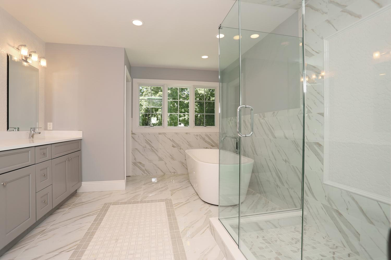 265 Carolina Dr Oradell NJ-large-023-30-Master Bath-1500x1000-72dpi.jpg