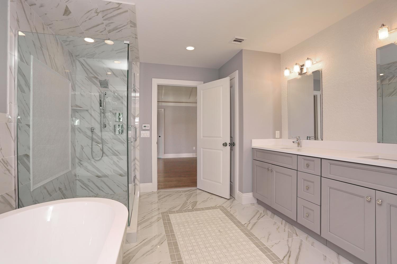 265 Carolina Dr Oradell NJ-large-024-29-Master Bath-1500x1000-72dpi.jpg