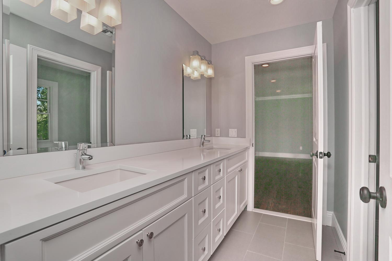 265 Carolina Dr Oradell NJ-large-029-31-Jack  Jill Bathroom-1500x1000-72dpi.jpg
