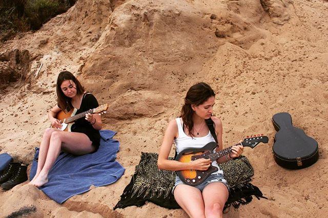 When on the beach... #practice #electricmandolin #danelectro #fender #beachhangs