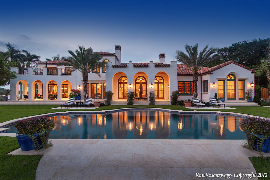 Transitional Mediterranean Estate - Jupiter Island