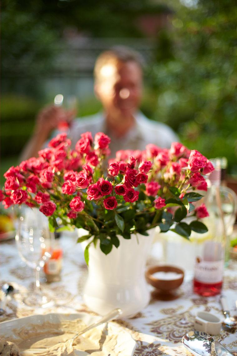Garden Summer Entertaining Roses Dining Center Piece