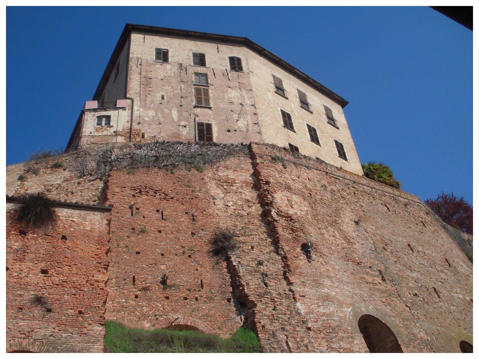 castellinaldo comune langhe e roero piemonte turismo in langa tour delle langhe vini piemonte cucina piemontese visitare le langhe castello.jpeg