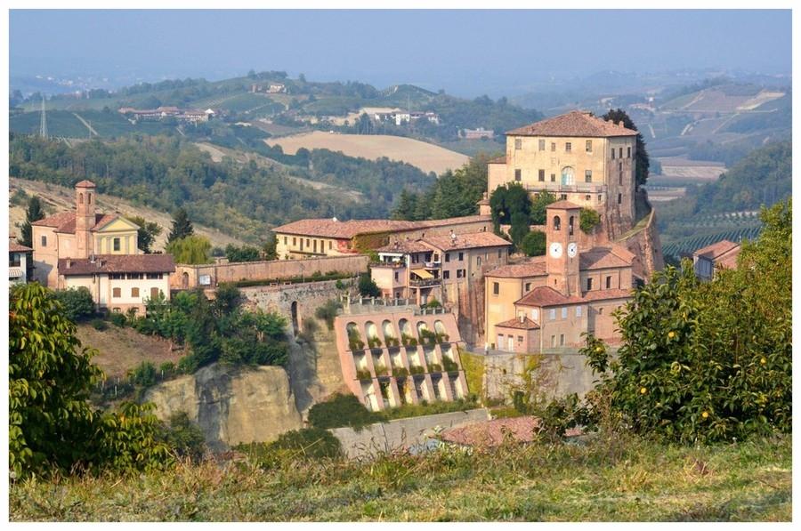 castellinaldo comune langhe e roero piemonte turismo in langa tour delle langhe vini piemonte cucina piemontese visitare le langhe turisti.jpg