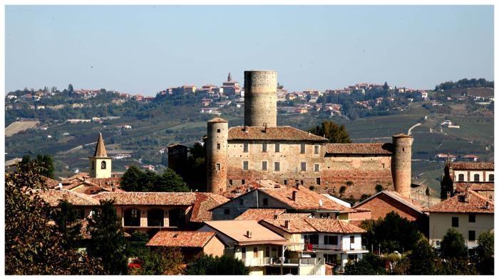 castiglione falletto comune langhe e roero piemonte turismo in langa percorsi nelle langhe vini piemonte .jpg