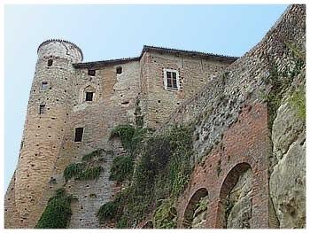 castiglione falletto comune langhe e roero piemonte turismo in langa percorsi nelle langhe vini piemonte  castello.jpg