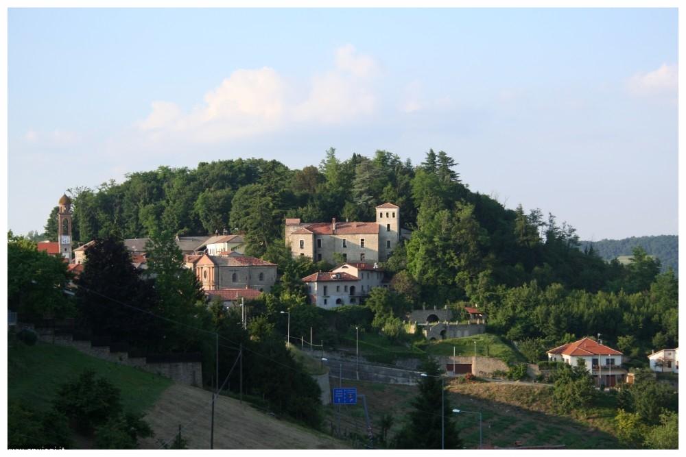 Castino comune langhe e roero piemonte turismo in langa visita il roero percorsi tour panorami.jpeg