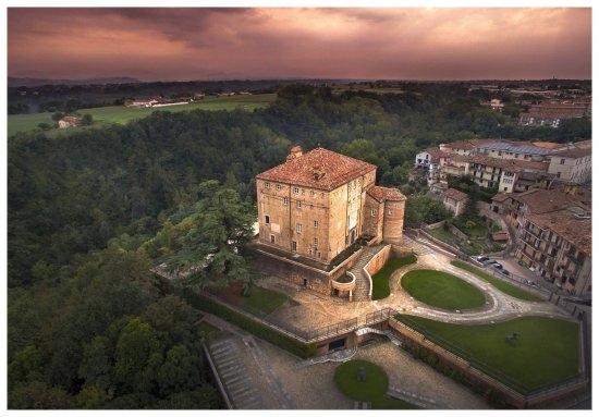 carru comune piemonte langhe e roero turismo cosa vedere cosa fare itinerari percorsi gastronomici tour castello.jpg