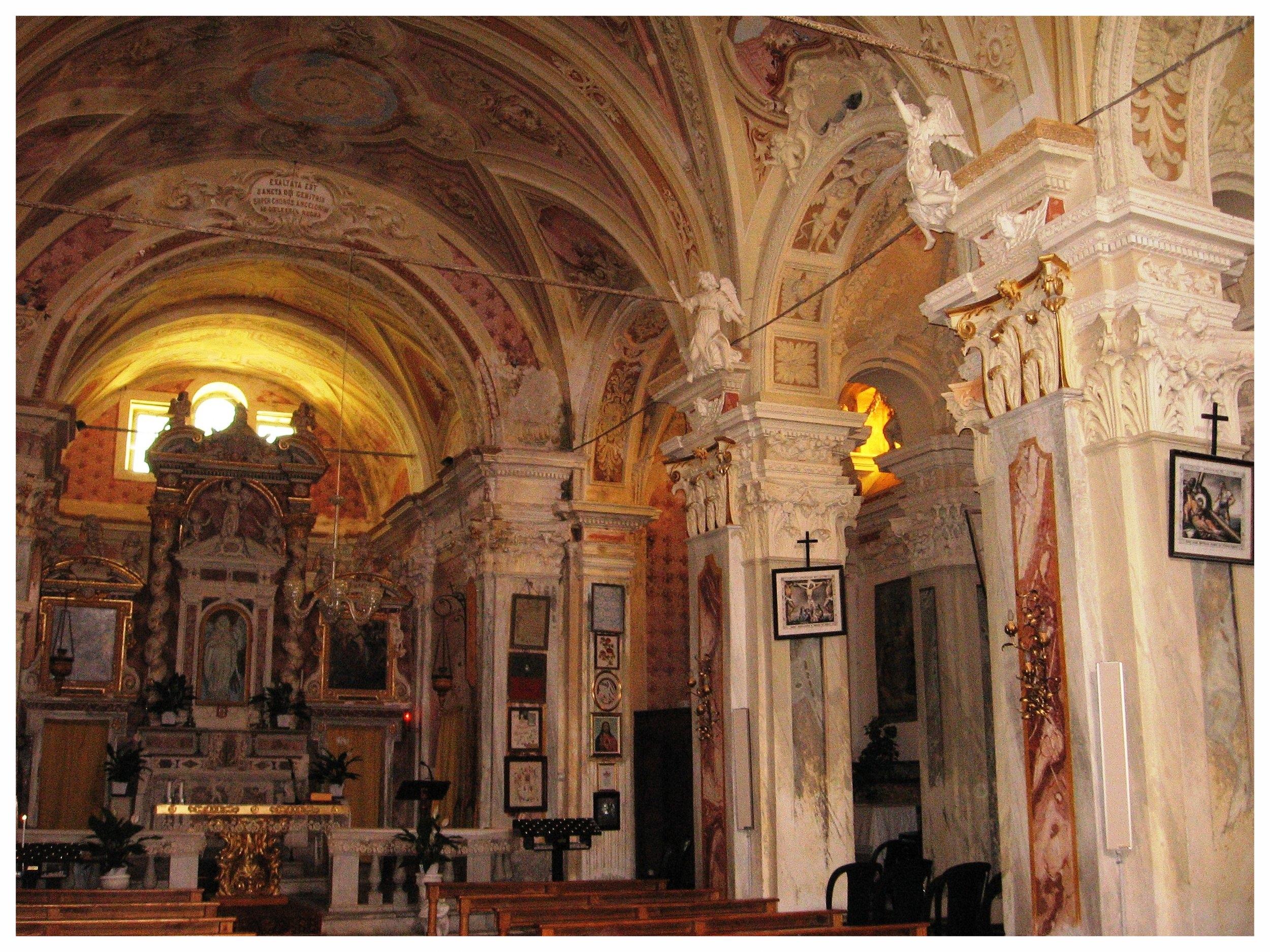 Gottasecca._Santuario_della_Madonna_Assunta_Interno1.jpg