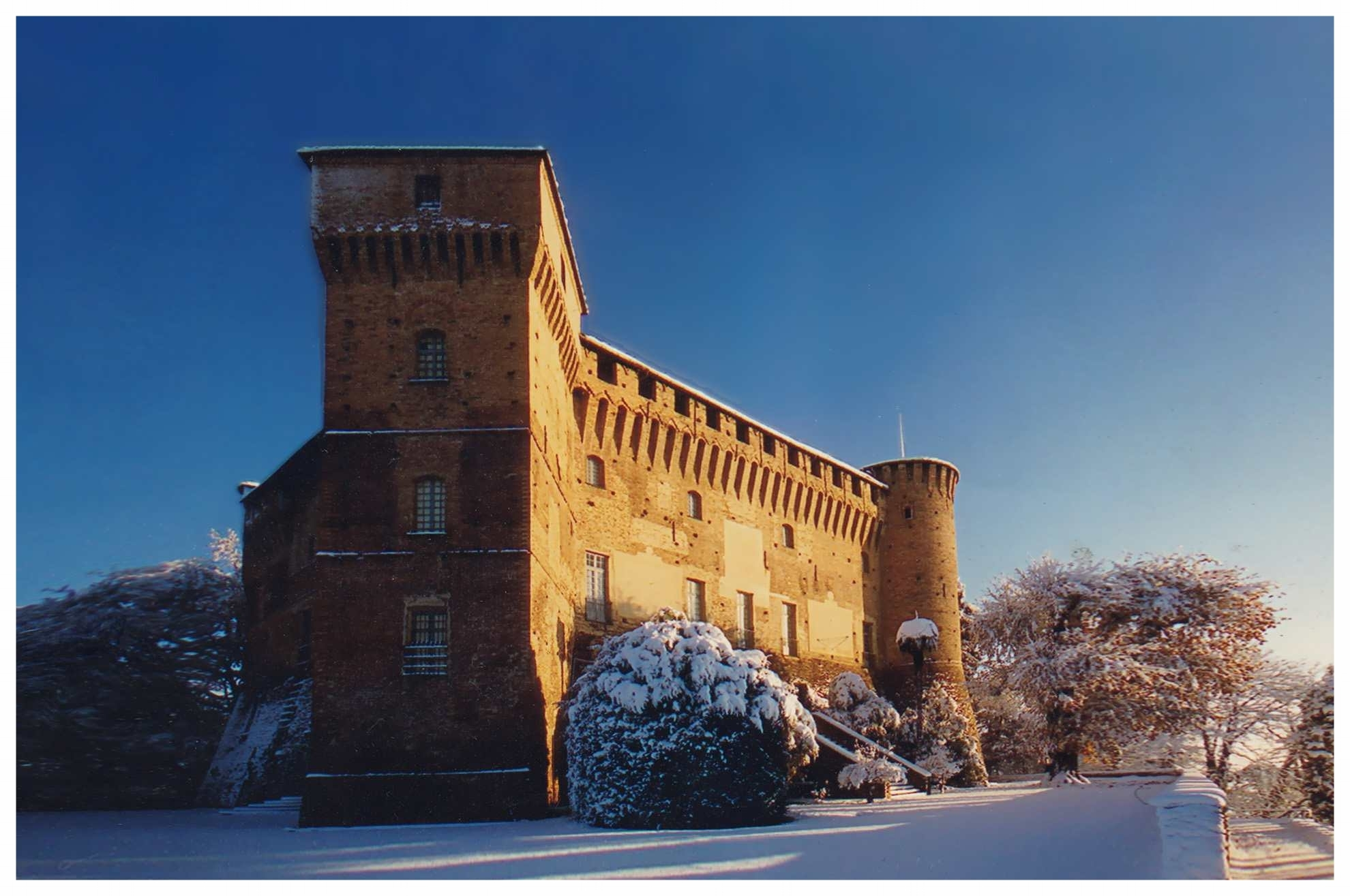 MONTICELLO D'ALBA LANGHE ROERO CASTELLO TURISMO ITINERARI COSA VEDERE TOUR CASTELLO.jpg