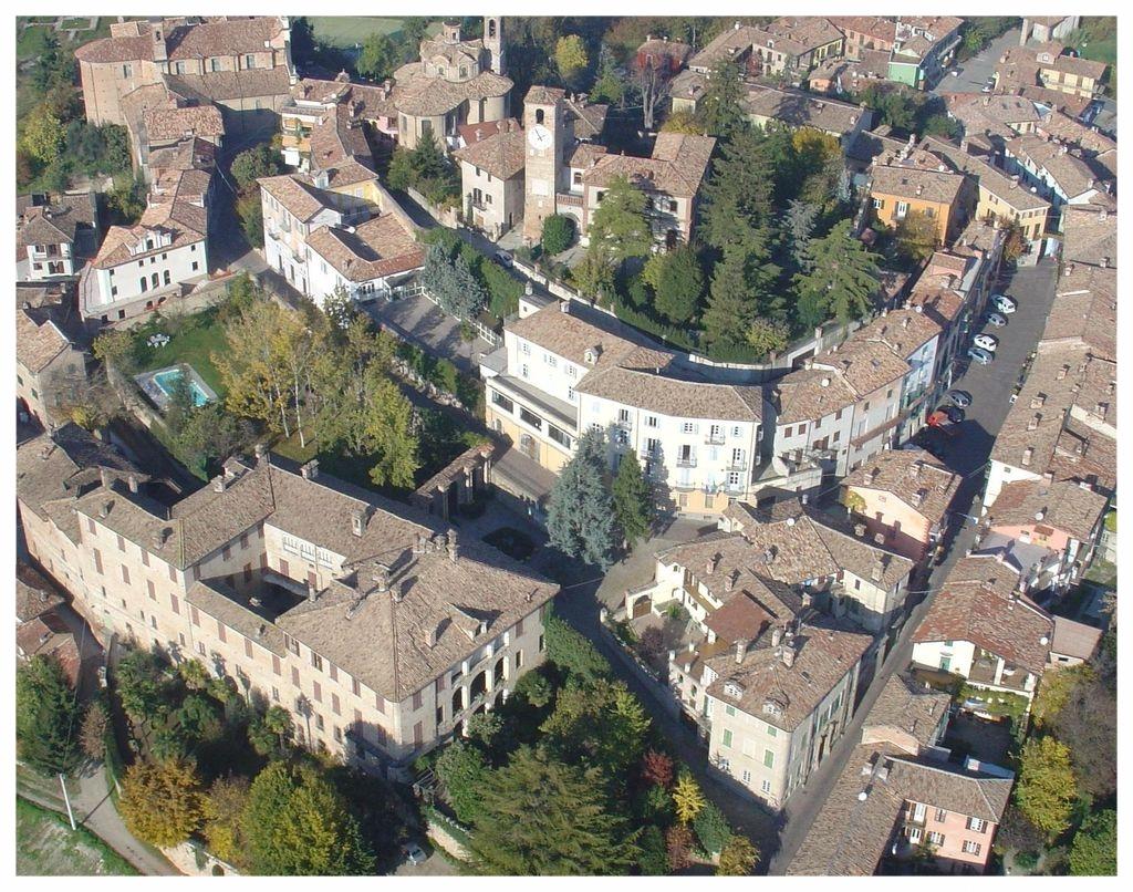 NEIVE LANGHE ROERO PIEMONTE TURISMO VISITA BORGHI ITALIA  TOUR.jpg