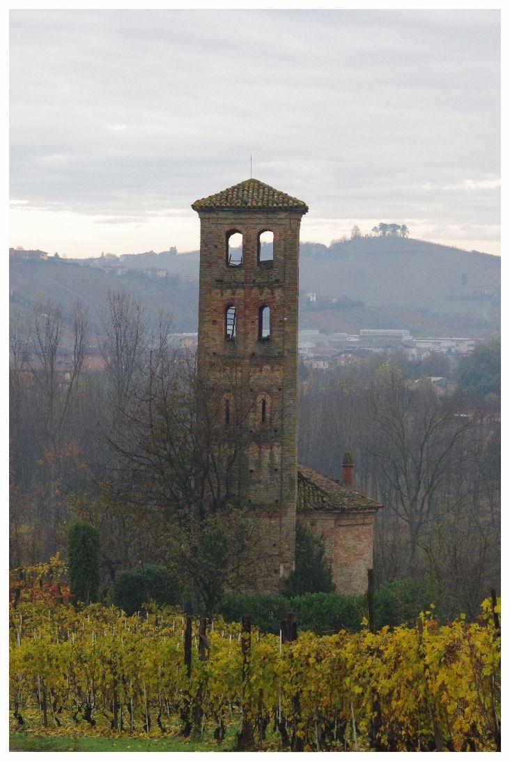 la-torre-del-monastero-di-neive.jpg