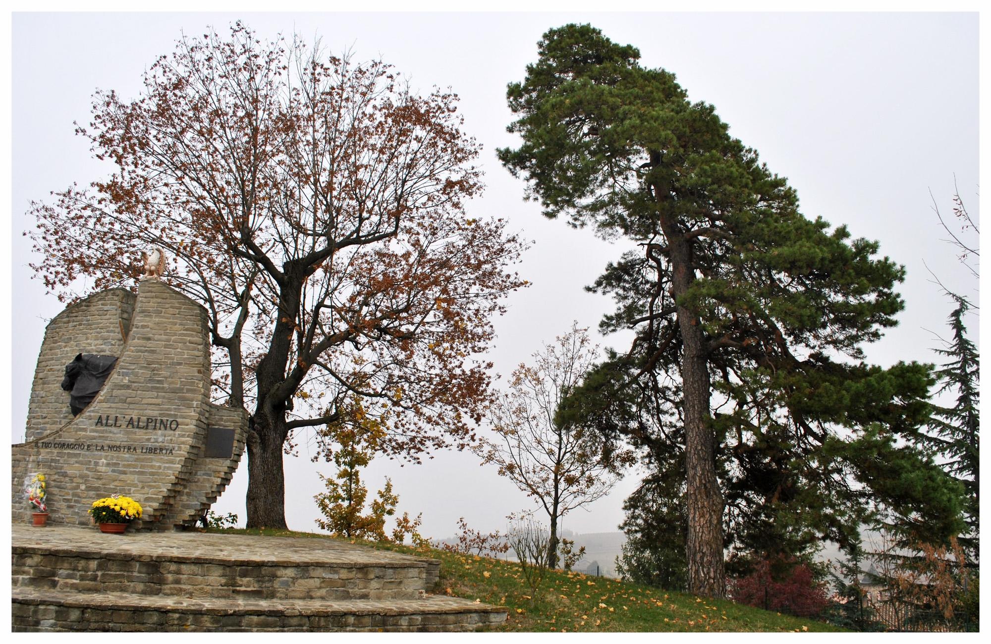 Paesaggio_di_Neviglie COMUNE LANGHE ROERO PIEMONTE TURISMO TOUR ITINERARI VISITA LE LANGHE PINO .jpg