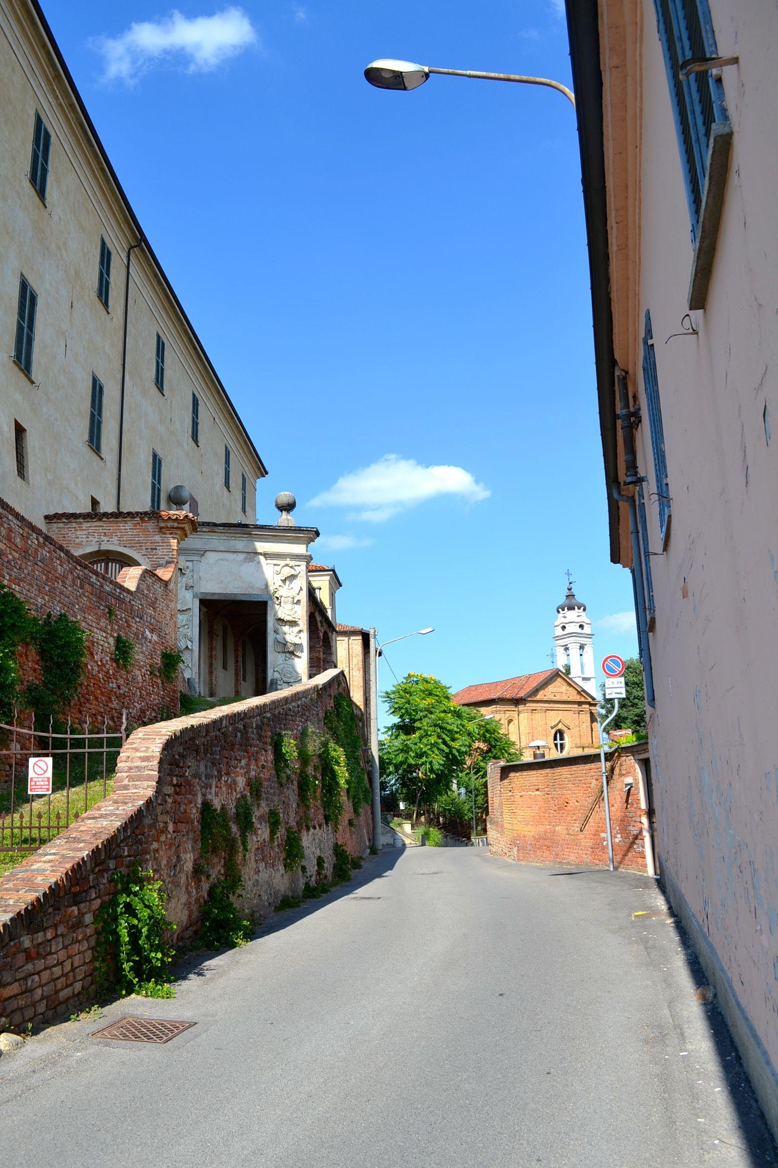 Portale-Castello-Pocapaglia.jpg