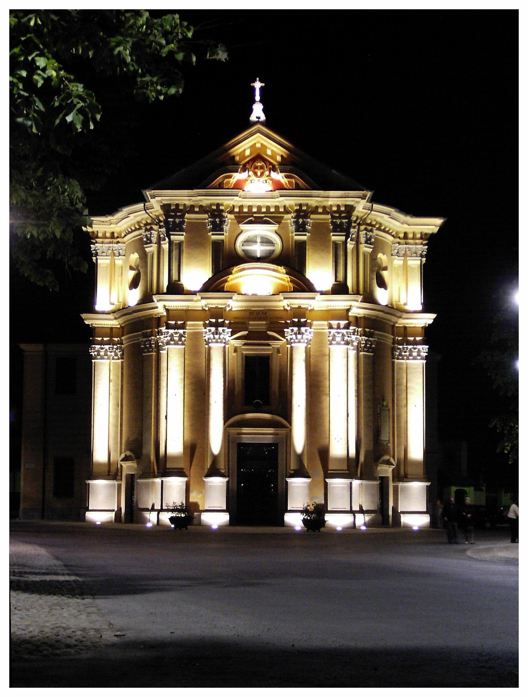 Santuario_Sommariva_del_Bosco_notturna.jpg