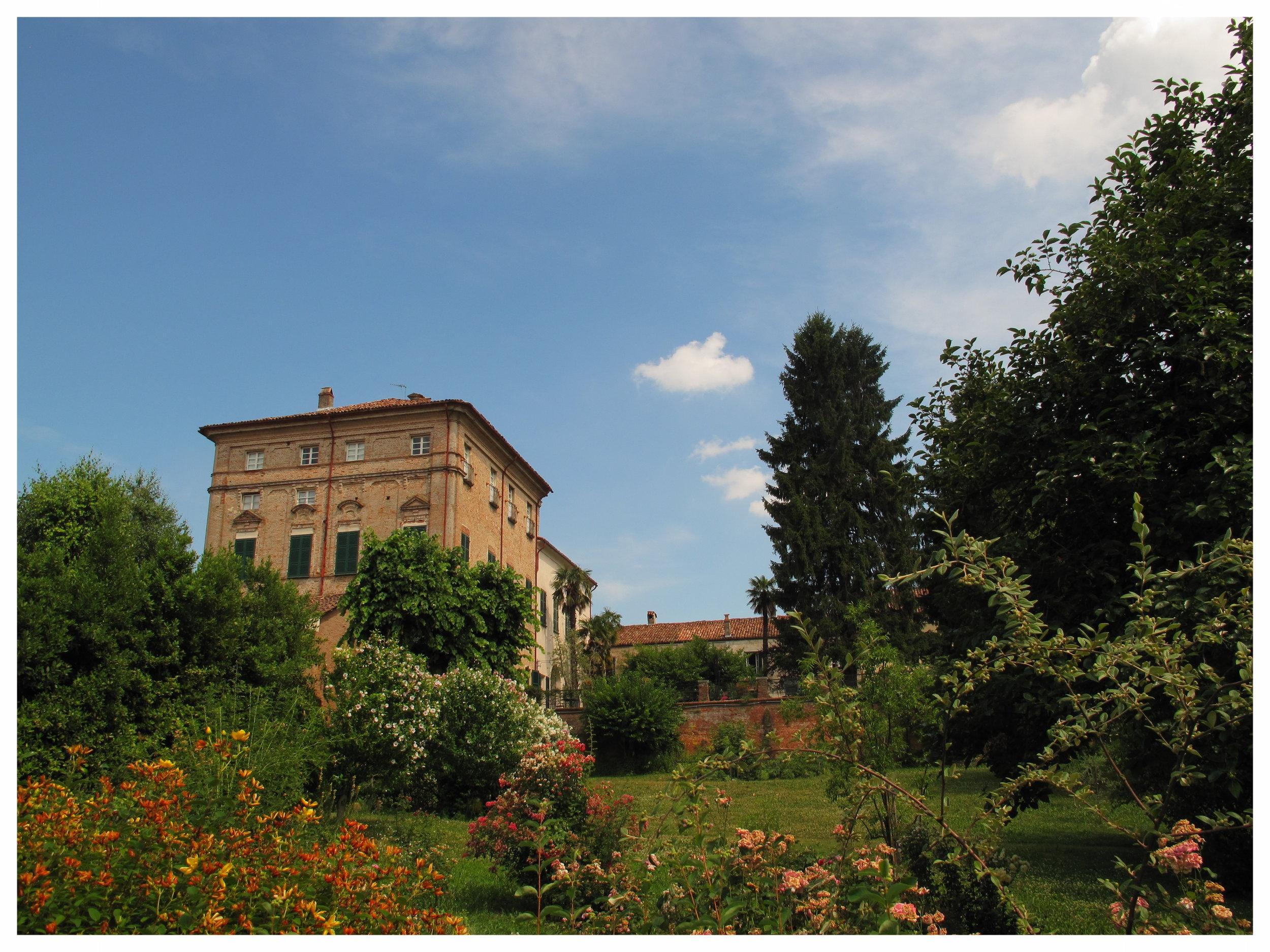 castello_di_verduno_esterno.JPG