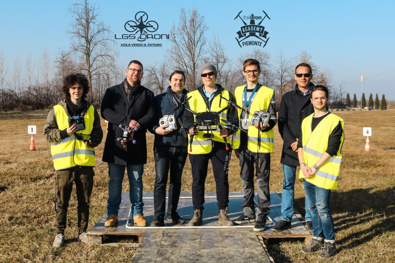 scuola ufficiale pilotaggio droni piemonte lgs droni academy corsi volo con droni .jpg