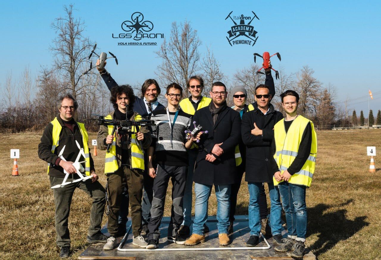 scuola pilotaggio droni piemonte lgs droni academy corsi volo con droni .jpg